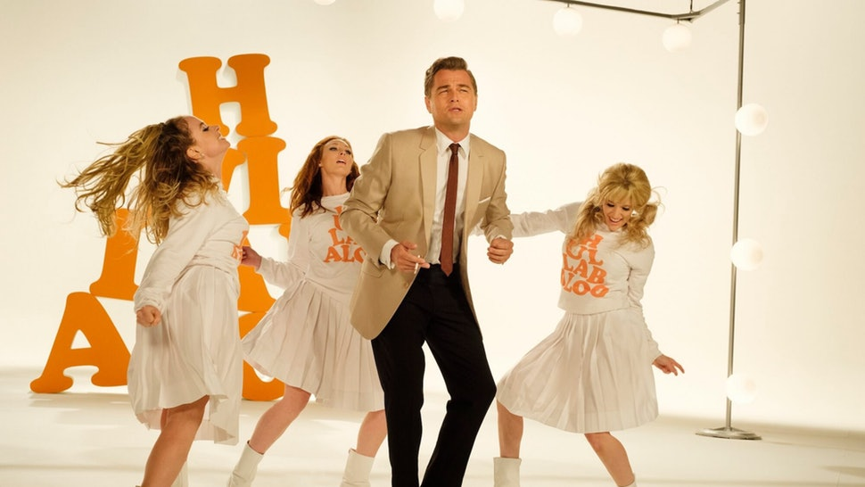 Rick Dalton (Leonardo DiCaprio) doing a tv spot.